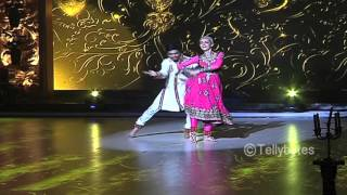 getlinkyoutube.com-Sanaya Irani gets support from friends for Jhalak Dikhla Jaa Reloaded Finale