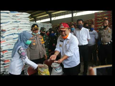 Pastikan Masyarakat Dapatkan Bantuan Sembako, Bupati OI Terus Pantau Pendistribusian Tiap Desa