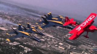 getlinkyoutube.com-Fly over Seattle with the Blue Angels