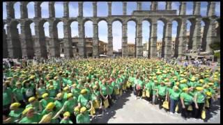 Las Mujeres rodean Segovia con un gran lazo verde