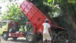 getlinkyoutube.com-Dump Truck Mitsubishi Colt Diesel 120PS Unloading Rocks
