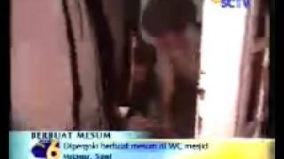 mesum di masjid