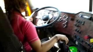 getlinkyoutube.com-Mujer manejando trailer