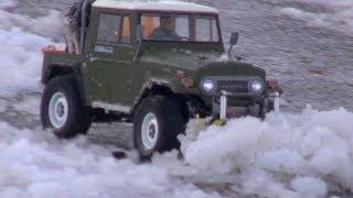 getlinkyoutube.com-Tamiya CC-01 Land Cruiser - Snow Plow Mission