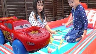 getlinkyoutube.com-カーズ おもちゃ スプラッシュ スピードウェイ 水遊び お風呂 Cars splash Speedway Toy