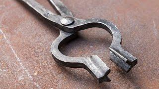 getlinkyoutube.com-Blacksmithing - Forging a pair of bolt tongs