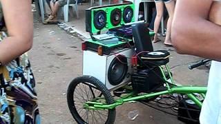 getlinkyoutube.com-dois triciclo agitando festa em são bras de minas