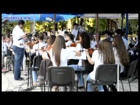 """""""Chişinău Youth Orchestra"""" a concertat în centrul capitalei"""