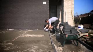 comment poser des pavés ? - youtube - Comment Faire Une Terrasse En Pave Autobloquant