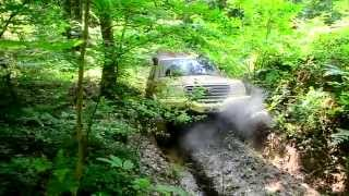 getlinkyoutube.com-Toyota Land Cruiser 105 & 80 Deep Mud Rescue Trail