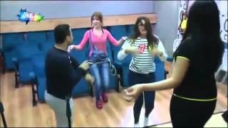 getlinkyoutube.com-رقص سهيلة و البنات في غرفة المسرح   24 11 2015