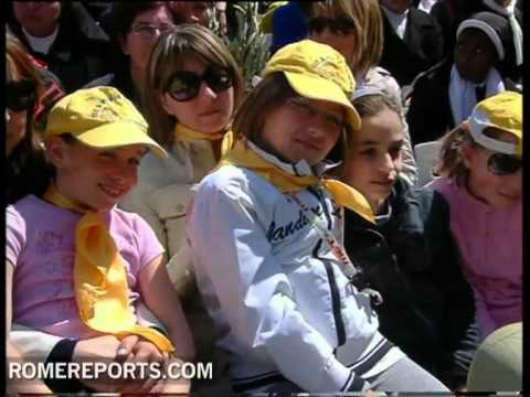 Pope celebrates Palm Sunday in Saint Peter's Square