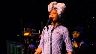 Erykah Badu Performs Next Lifetime Live In Philadelphia