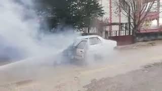 Park halindeki otomobil yandı, araç kullanılamaz hale geldi