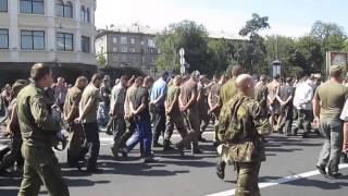 getlinkyoutube.com-Пленные Украинские солдаты на параде в Донецке.