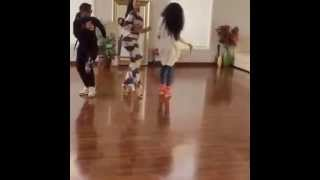 getlinkyoutube.com-Deelishis doing the Whip Dance