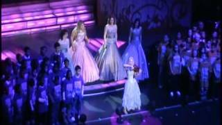 "getlinkyoutube.com-Celtic Woman & PS22 Chorus ""YOU RAISE ME UP"" at Radio City Music Hall"