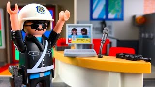 getlinkyoutube.com-Playmobil Toy Police Station Breaking Out Of Jail