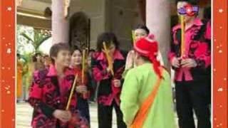 getlinkyoutube.com-Mua xuan chuc nhau - Hoai Linh
