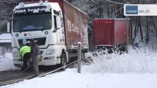 getlinkyoutube.com-Navigationsgerät leitet LKW in den Graben