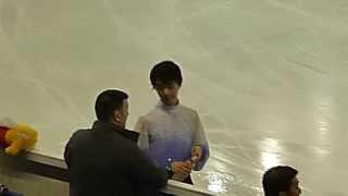 getlinkyoutube.com-GPF 2014 Yuzuru Hanyu SP warm-up + entrance