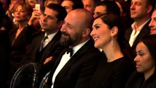 getlinkyoutube.com-Serenay Sarıkaya GQ Ödül Töreni
