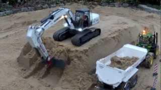 getlinkyoutube.com-RC Excavator loading dumper