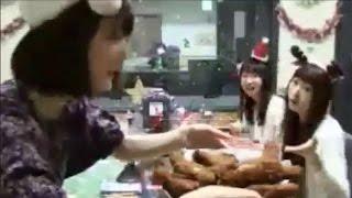 getlinkyoutube.com-【笑】花澤香菜「ちょ、戸松汚いよっ!」戸松遥「ズーズルズルズルーw」矢作紗友里「お前ウルセェなぁ!!」肉にむしゃぶりつくハルカスに苦笑いのザーサンとパイセン☆2016年クリパ☆その③