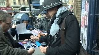 getlinkyoutube.com-Jeff Fahey signing autographs outside the Garrick Theatre, London 05/12/13