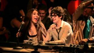 getlinkyoutube.com-Victorious Cast feat. Victoria Justice - Freak The Freak Out