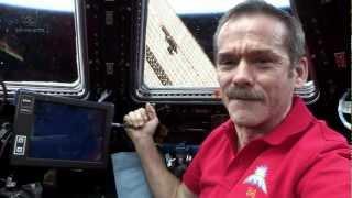 getlinkyoutube.com-Hadfield behind the controls of Canadarm2