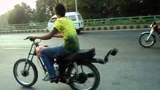getlinkyoutube.com-Honda 125 wheeling by majid & noma 46