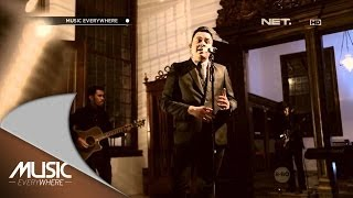 getlinkyoutube.com-Tulus - Sahabat Kecil - Music Everywhere