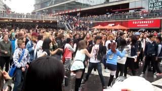 getlinkyoutube.com-PSY - Gangnam Style Flashmob Stockholm, Sweden 22/09-2012 Version 2