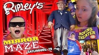 getlinkyoutube.com-Ripley's Mirror Maze | Old Creepy Man Crush ❤ Dino Boogers | 5D Movies (Gatlinburg, TN Family Vlog)