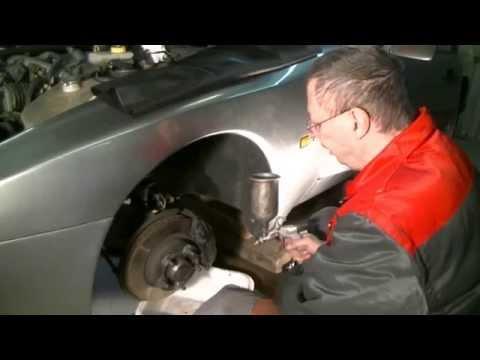 Replacing brake hose at Porsche 944 S2