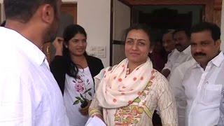 getlinkyoutube.com-Mahesh babu Wife Namrata Visits Adopted Burripalem Village - Tenali - Guntur | Exclusive | TFPC
