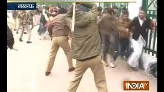 getlinkyoutube.com-UP Police brutally Lathi Charge ABVP protesters in Lucknow
