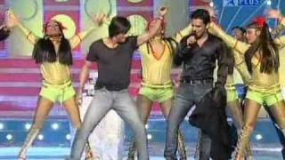 getlinkyoutube.com-Shahrukh Khan dances Dar de Disco in Mauja Hi Mauja