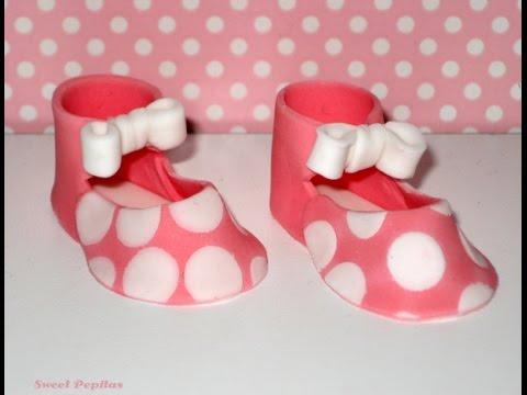 Cómo hacer fondant de lunares y zapatos de bebe