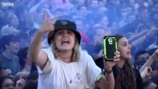 getlinkyoutube.com-Bring Me The Horizon - Shadow Moses Live at Reading Festival 2015 HD