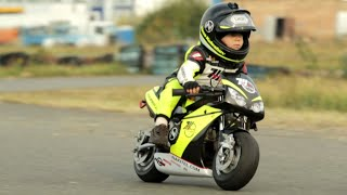 getlinkyoutube.com-Two year old motorcycle racer! | People are Awesome