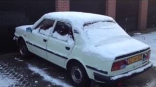 getlinkyoutube.com-Skoda 105 s Cold start in winter