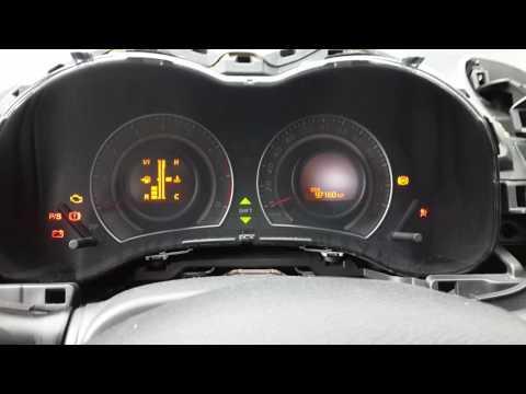Тойота Королла: желтая подсветка шкал перед заменой