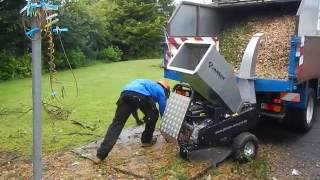 getlinkyoutube.com-Jansen GTS-1500E small wood chipper. TFG-Tree Service