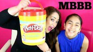 getlinkyoutube.com-GIANT PLAY DOH BUCKET WITH TOYS Moana #MBBB |B2cutecupcakes