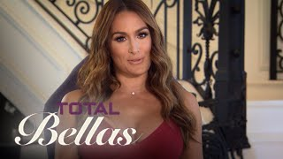 getlinkyoutube.com-Nikki Bella Takes Daniel to WWE NXT Performance Center | Total Bellas | E!
