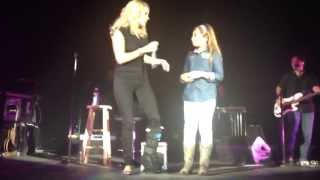 getlinkyoutube.com-Little Girl sings for Carrie Underwood and takes over the stage.  Genesis Keren Nava