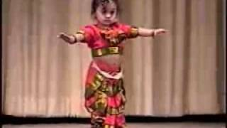 getlinkyoutube.com-Vinaini's Dance Performance - 1 year Old Bharata Natyam