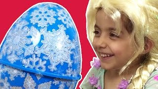 Disney Princesses In Real Life Frozen Elsa and Anna Open GIANT Surprise Eggs Play Doh Wedding